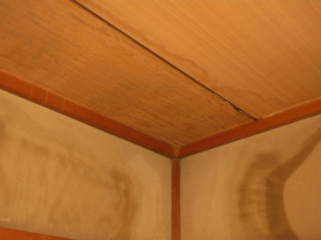 雨漏りしている部屋