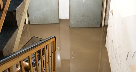 浸水している建物